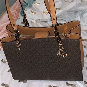 STUNNING NEVER USED AUTHENTIC MICHAEL KORS BAG